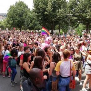 20.000 personnes défilent à la gay pride de Lyon - Fiertés LGBT