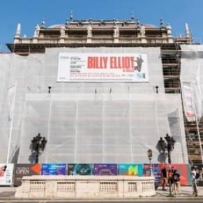 15 représentations du musical </>Billy Elliot</I> annulées après une campagne homophobe  - Hongrie