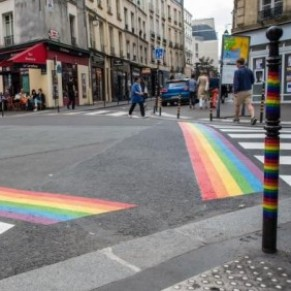 Des passages piétons aux couleurs LGBT vont devenir permanents dans le Marais - Paris