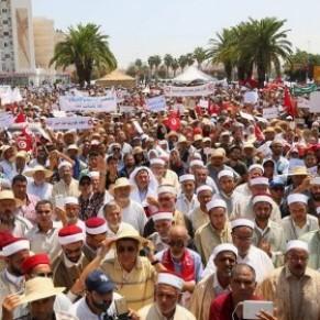 Une manifestation contre la dépénalisation de l'homosexualité s'est tenue à Tunis  - Tunisie