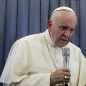 Le pape préconise la psychiatrie pour les enfants gays, colère des organisations LGBT