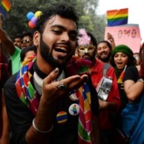 La communauté LGBT indienne célèbre la dépénalisation de l'homosexualité dans la liesse