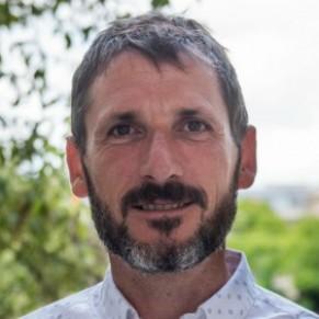 Le député ouvertement gay Matthieu Orphelin quitte le groupe des marcheurs  - LREM