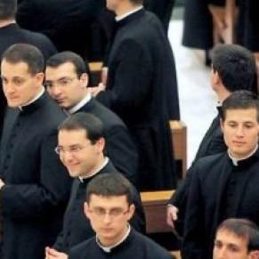 80% des prêtres du Vatican sont homosexuels, affirme un livre-enquête - Eglise catholique
