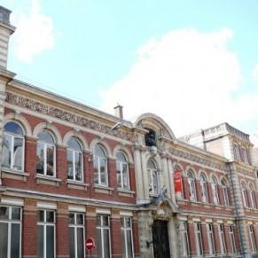 L'École supérieure de journalisme ouvre une enquête interne suite à des chants homophobes d'étudiants - Lille