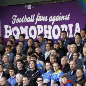 Chants racistes et homophobes: un sujet européen, des réponses différentes
