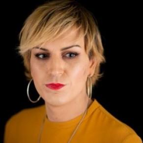 Julia, agressée à Paris, sort la transphobie de l'ombre - Transgenres