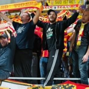 Contre l'évidence, les supporters lensois nie le caractère homophobe de leurs insultes  - Football