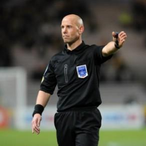 L'arbitre menace d'arrêter le match Monaco-Nîmes - Homophobie