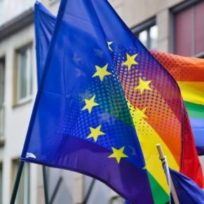 La majorité des Européens LGBT craignent de se tenir la main en public  - Enquête