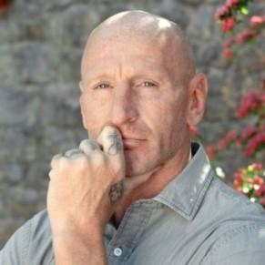 10 ans après son coming out et de combat contre l'homophobie, Gareth Thomas dit en être encore victime  - Grande-Bretagne
