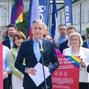 Le candidat de gauche Robert Biedron présente une loi pour légaliser le mariage pour tous -   Pologne/ Présidentielle