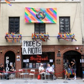 Plus d'un demi-million de dollars collectés pour sauver le bar historique Stonewall Inn - New York