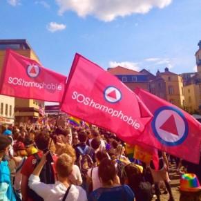 Les palmes académiques pour une bénévole de SOS homophobie - Distinction