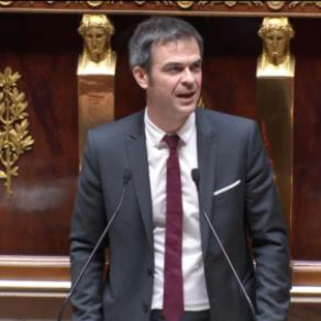 <I>Pas un texte en catimini</I>, affirme Olivier Véran