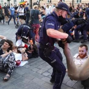 Une cinquantaine d'interpellations après l'arrestation d'une militante LGBT - Pologne