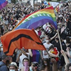 Vastes manifestations de soutien dans le pays après l'arrestation d'une militante LGBT - Pologne