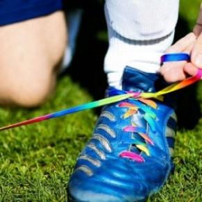 Un footballeur professionnel gay évoque les obstacles à son coming out - Grande-Bretagne