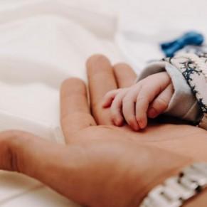Doublement en 2021 du congé paternité, y compris pour les lesbiennes - Parentalité