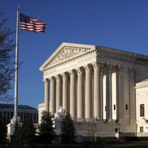Les conservateurs de la Cour suprême relancent les critiques sur la décision légalisant le mariage gay - Etats-Unis