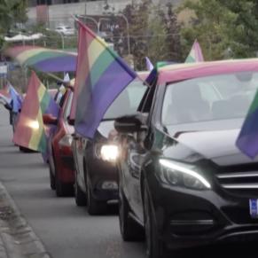 Une marche des fiertés en voiture au Kosovo à cause du coronavirus  - Balkans