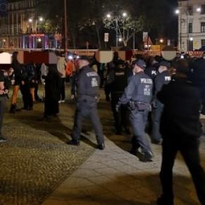 Une soirée fétiche de 600 personnes interrompue par la police à Berlin - Allemagne