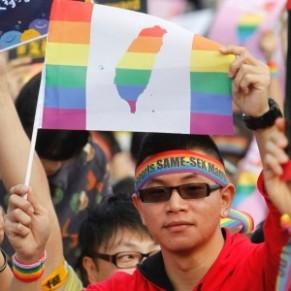 Deux couples homosexuels vont se dire oui lors d'un mariage organisé par l'armée - Taïwan