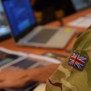 Victime d'homophobie, un employé de la défense fait fuiter des documents secrets - Grande-Bretagne
