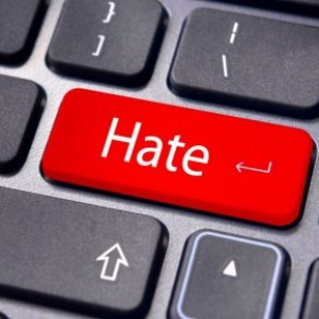 Les députés renforcent l'arsenal contre la haine en ligne - Assemblée nationale