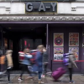 Les clubs et établissements gay pourraient réouvrir avec un système de testing  - Royaume-Uni