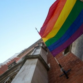 Contre la doctrine du Vatican, le drapeau arc-en-ciel au fronton d'églises autrichiennes - Autriche