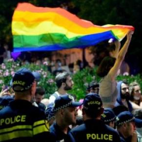 Décès d'un caméraman lynché par des militants d'extrême-droite en marge d'une marche LGBT  - Géorgie