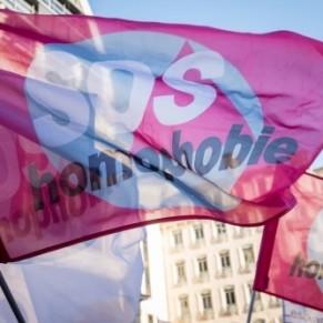 Passages à tabac, guet-apens: les agressions homophobes se succèdent en France  - Homophobie