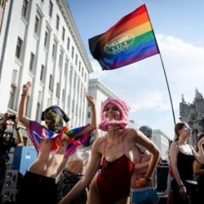 Une rave devant la présidence pour les droits des LGBT - Ukraine